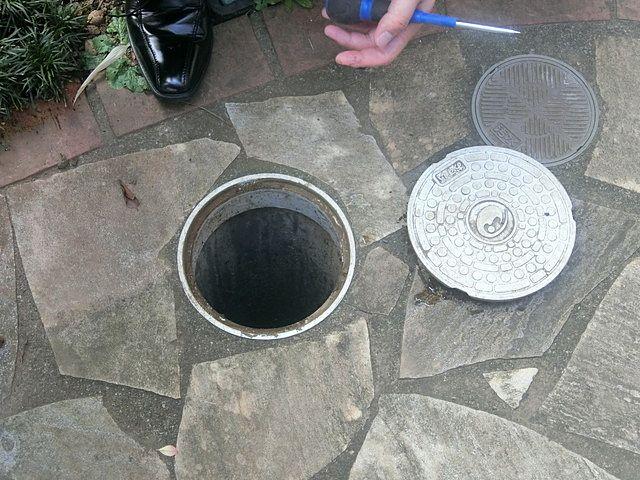 雨水、汚水の枡および配管の確認です