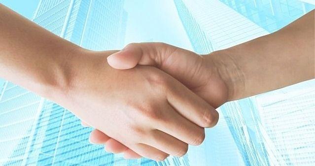 信頼の証、お客様との握手のイメージ画像
