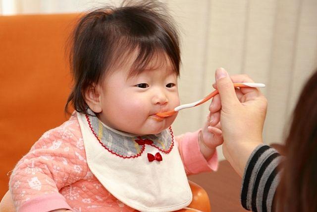離乳食を上手に食べる子
