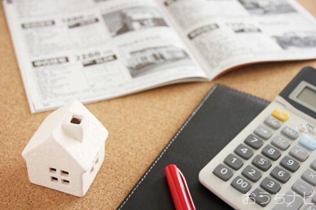 マイホームの購入、幾つかのタイミングで税金を支払うようになります。契約書に貼付し納める印紙税、所有権の登記をする際に納める登録免許税などがあります。