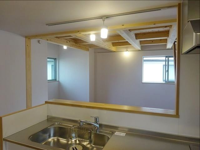 西東京市富士町1丁目の自然素材の家・リビングダイニングを望む