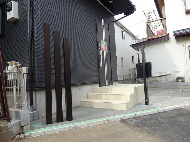 西東京市保谷町1丁目新築住宅のアプローチ