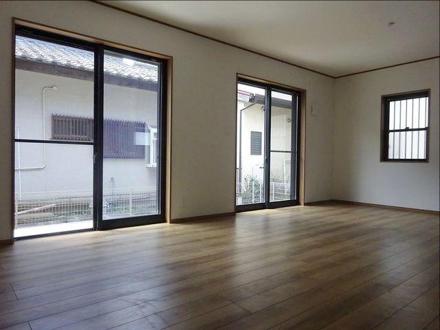 西東京市保谷町の新築住宅のリビング・ダイニング(18日の朝)