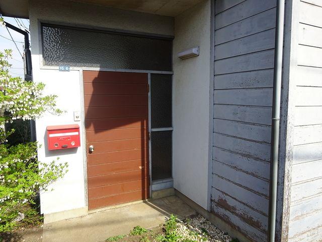 西東京市保谷町にある空き家の玄関