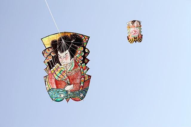 大空にあがる昔ながらの凧子