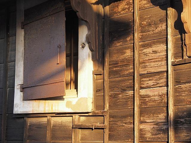 下保谷四丁目特別緑地保全地区(旧高橋家屋敷林)、土蔵の扉にイメージ画像