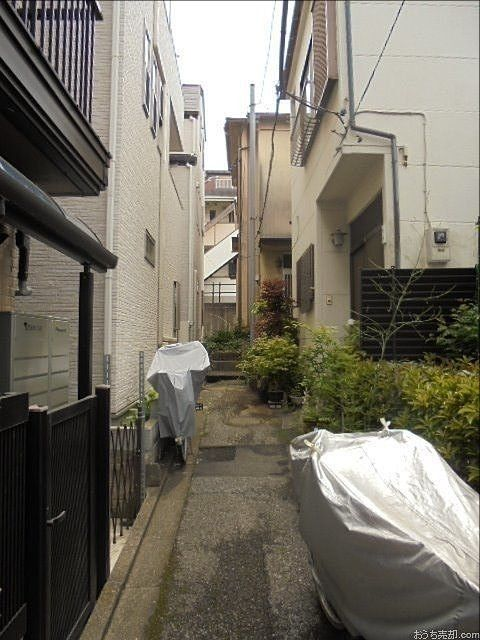 板橋区内の路地の奥にある戸建住宅