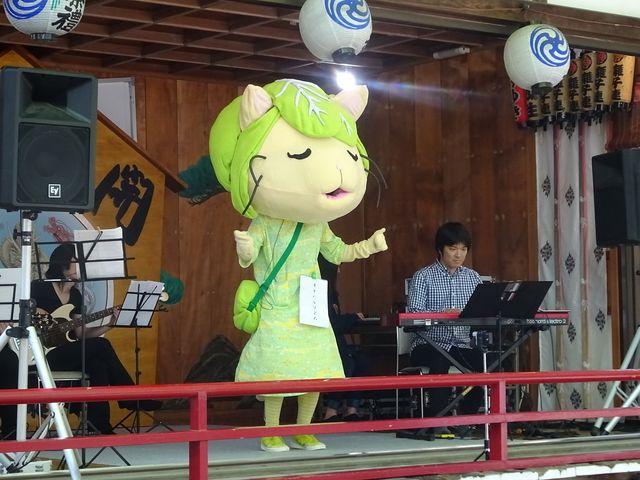 5月に行われた田無神社でのライブの様子