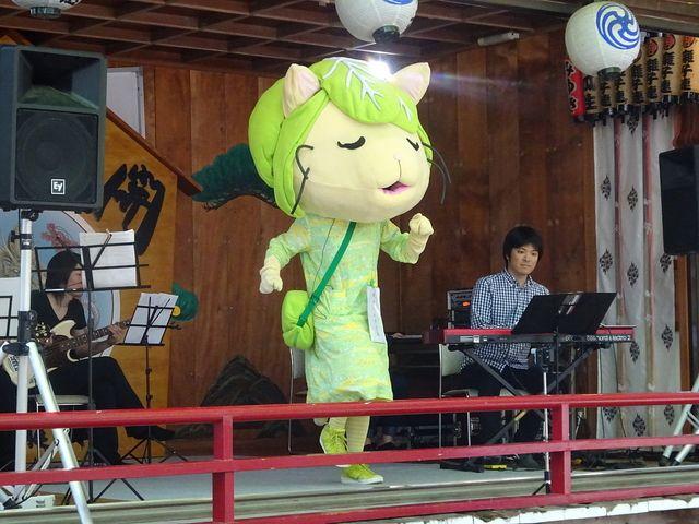 田無神社で5月に公演した際のキャベッツさん3