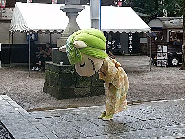 田無神社の七夕まつりでお詣りするキャベッツさん