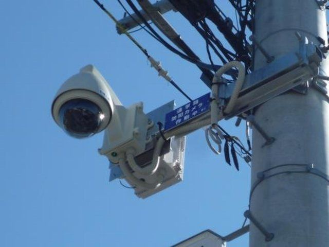 平成29年度、市立小学校7校の通学路に計35台の防犯カメラを設置します。