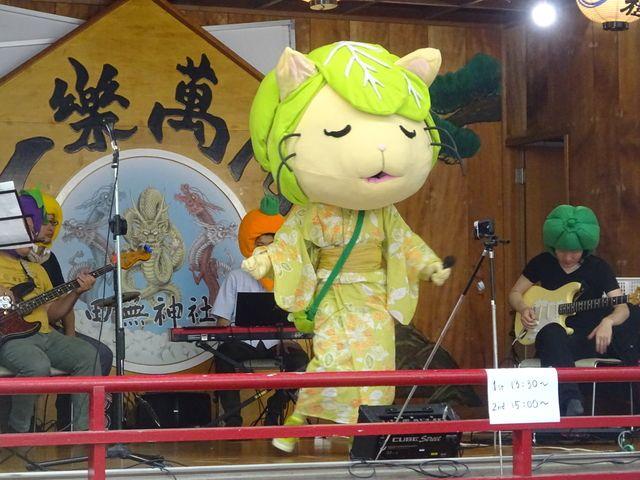 田無神社舞殿で浴衣姿で歌うキャベッツさん