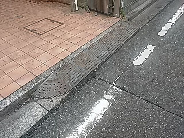道路と駐車場の段差を解消する段差スロープ2