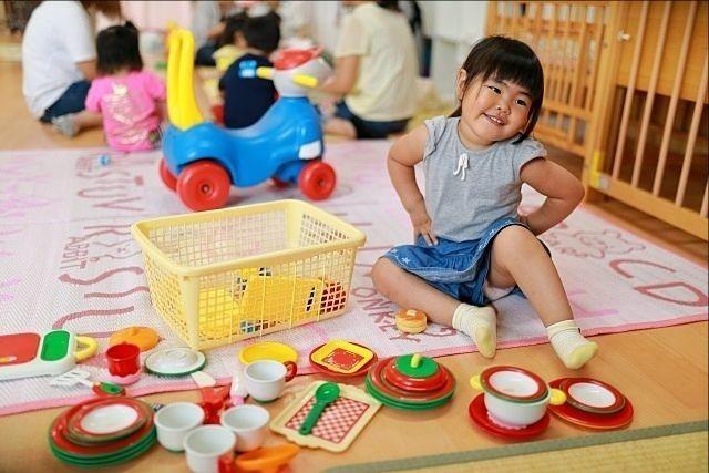 保育園で遊ぶ女の子