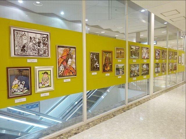 PARCO5階で展示される小出蒐と生徒さんの作品