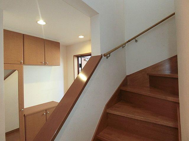 内玄関・階段の様子