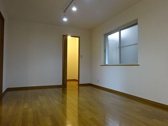 西東京市富士町2丁目の中古住宅の1階洋室 スプラッシュ