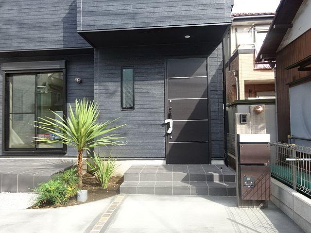西東京市富士町5丁目新築住宅の玄関 スプラッシュ