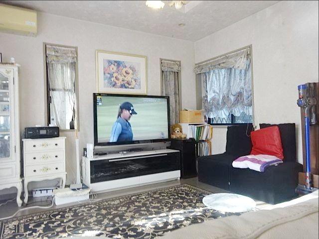 大型テレビを置いても全く狭さを感じない練馬区東大泉7丁目の戸建住宅 スプラッシュ