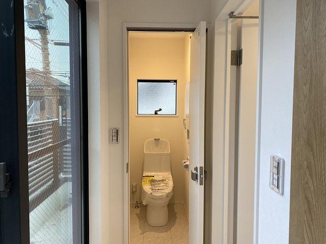 西東京市内の新築住宅のトイレのドア3 (2020.1.28) スプラッシュ3