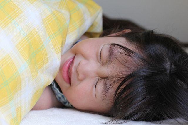 インフルエンザに感染し高熱が出る女の子