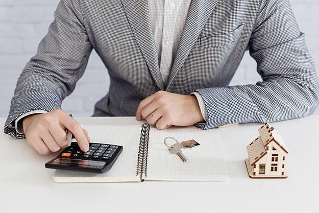 不動産には定価がありませんので、住まいを売ろうと思ったときには、不動産会社に価格の査定依頼をしなければなりません。不動産査定とは、売却の予想価格を算出することであり、必ずしもその金額で売却で…