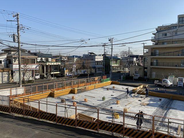 始めに言わずに現地を見てから言う?!ソレ違います「目の前に建つ建物は2階建て」