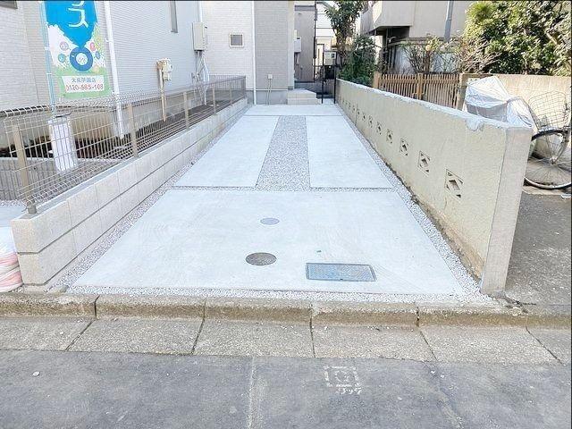 西東京市内の新築一戸建ての敷地延長部分の様子