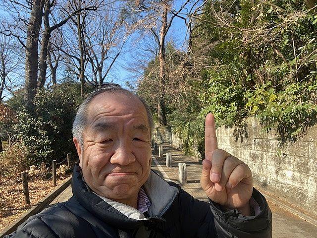 練馬区関町北の住宅街で自撮りする代表の鈴木
