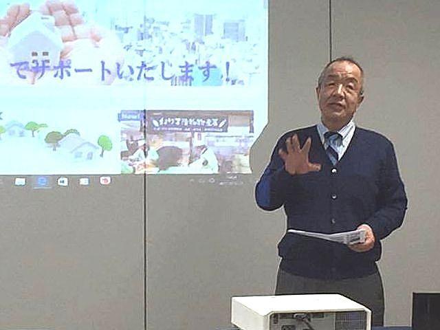 セミナーで講演する代表の鈴木義晴