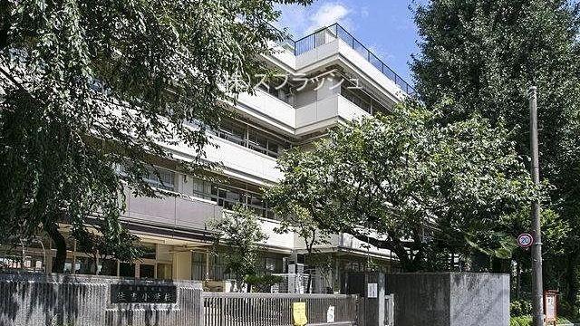 西東京市立住吉小学校正門前の外観 スプラッシュ