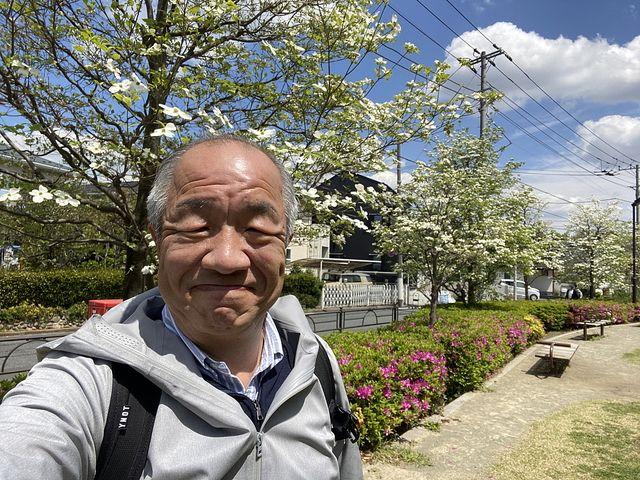 4月23日(木)自撮りする鈴木義晴