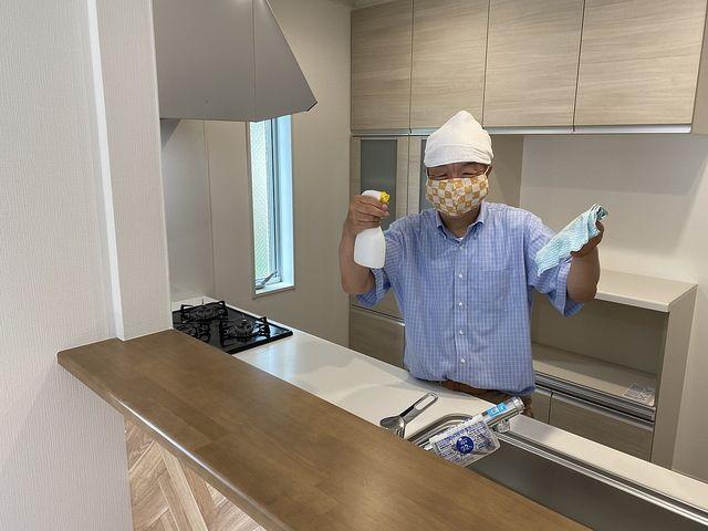 管理する練馬区大泉学園町3丁目の新築戸建の除菌作業の様子