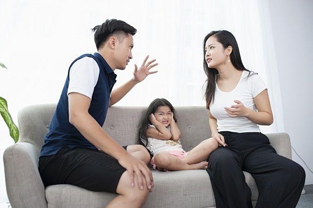 離婚、財産分与で揉める夫婦のイメージ画像