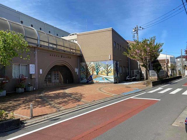 西東京市立碧山小学校の正門