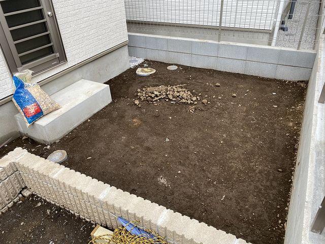 西東京市中町4丁目B号棟の裏庭(2020.5.31)スプラッシュ