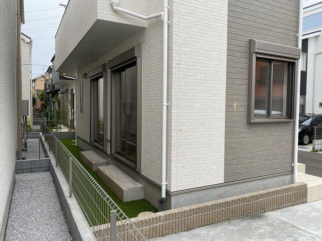 西東京市中町4丁目B号棟の庭先(2020.5.31)スプラッシュ
