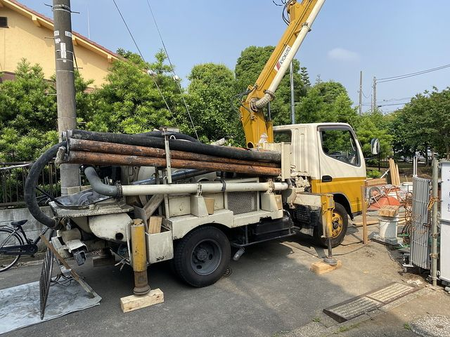 下保谷1丁目新築一戸建て:基礎工事のために準備する圧送車