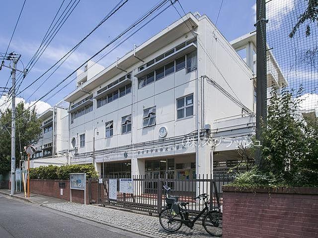 西東京市立柳沢小学校の外観 スプラッシュ