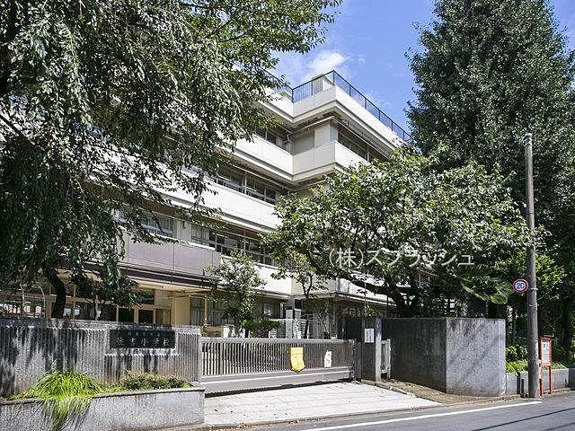 西東京市立住吉小学校の外観 スプラッシュ