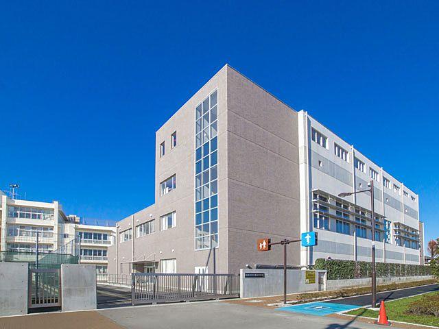 西東京市立保谷中学校の校舎の外観写真