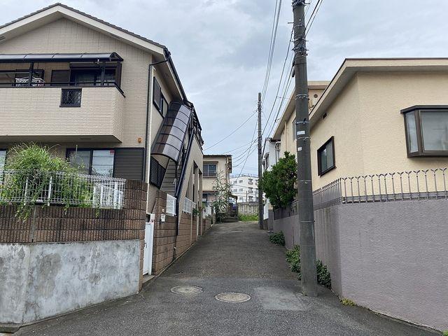 東伏見駅徒歩4分(西東京市東伏見2丁目)私道の入口
