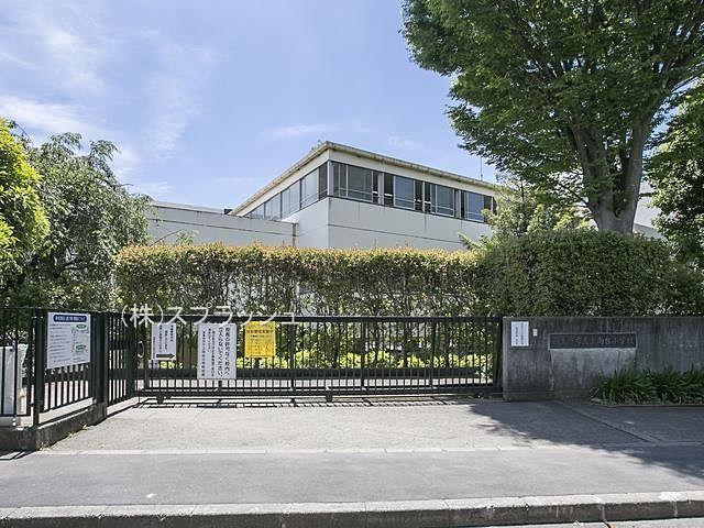 西東京市立上向台小学校の外観