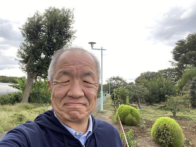 多摩湖自転車道で自撮りする鈴木義晴