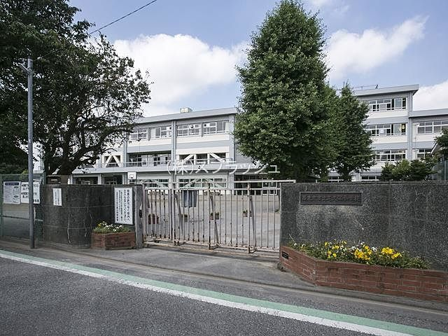 西東京市立芝久保小学校の外観 スプラッシュ