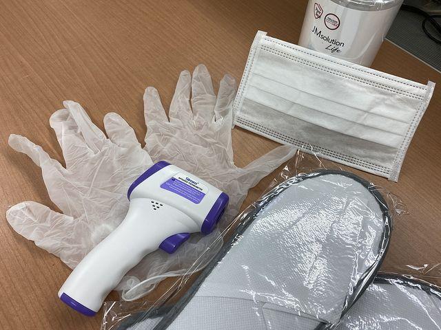 体温計・消毒液・手袋・スリッパ・マスク