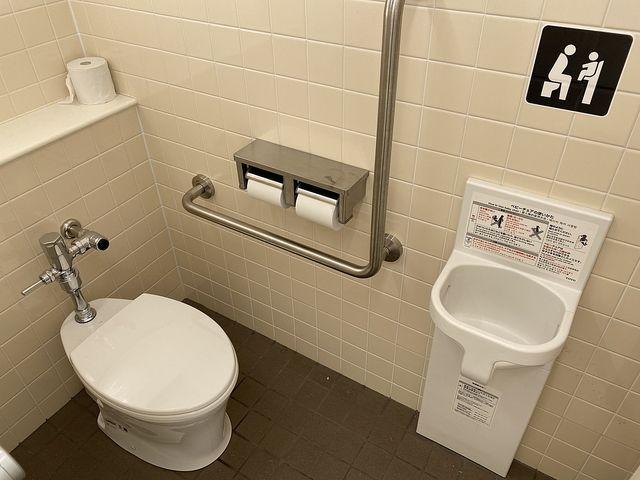泉小わくわく公園のトイレの中(2020.9.7)