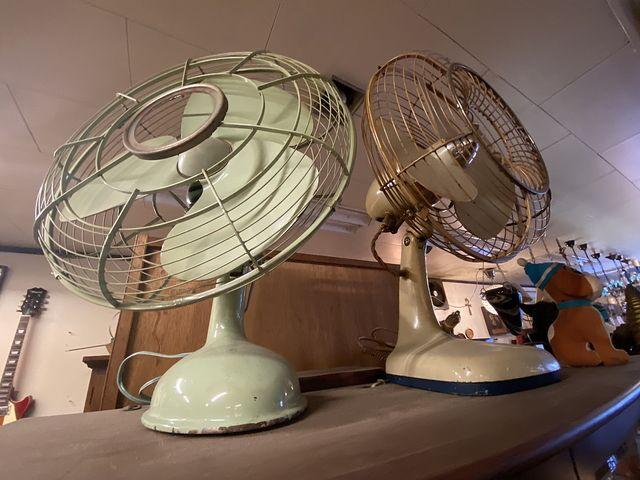 Recycle&Antiqud WELLの店内の古い扇風機(2020.10.21)
