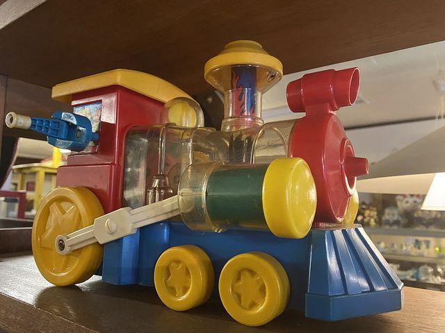 Recycle&Antiqud WELLの店内の機関車のおもちゃ(2020.10.21)