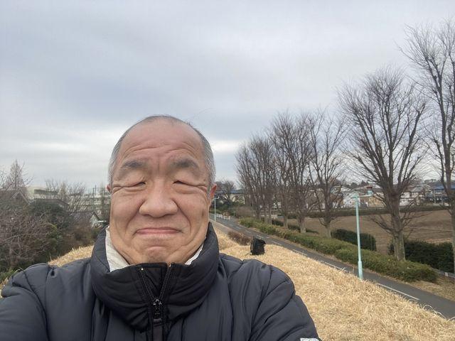 馬の背で自撮りする鈴木義晴(2021.1.15)スプラッシュ
